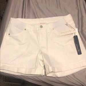 NWT- new maternity shorts (small/27)